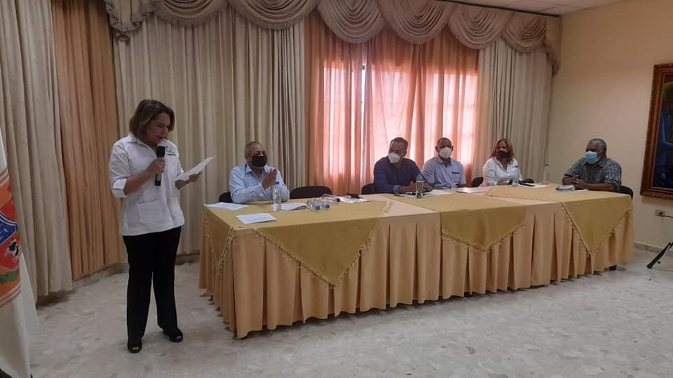 Alcalde de Bayaguana y FUNDESIRE firman acuerdos de colaboración